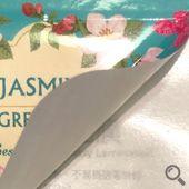 亮面珠光R膠貼紙基底為珠光紙,表面具有珍珠光澤、防水、抗刮、不易撕破等特性,背膠採特殊處理降低黏性,不易殘膠,印刷後上亮膜可提升貼紙質感