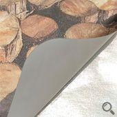 冷凍霧膜貼紙基底為聚丙烯薄膜,具有防水耐潮、撕不破等特性,背膠採特殊處理不易脫落,撕除時會殘膠難以完全去除,印刷後上霧膜可提升貼紙質感